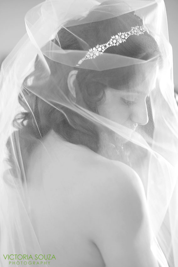 Candlewood Inn, Brookfield, CT Wedding Pictures Photos, Victoria Souza Photography, cathedral veil, Best CT Wedding Photographer
